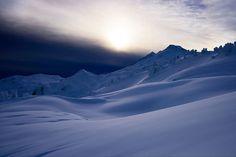 Qué bonitas son las dunas heladas verdad? O... las olas heladas fíjate bien arriba se estaba formando la creta pero... se congeló. La imaginación tiene el poder de transformar la realidad no la pierdas es uno de tus sellos personales   Jukebox [Coldplay - Always In My Head (momento dulce de seda)]   Fot.: Jason Hummel #invierno #winter #nieve #snow #montañas #mountains #washington #mountbaker #musica #music #paz #peace #relax