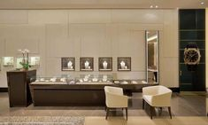 Take These Tips To Heart To Better Your Jewelry Experience Jewellery Shop Design, Jewellery Showroom, Jewellery Shops, Jewellery Display, Big Jewelry, Jewelry Stores, Jewelry Box, Silver Jewelry, Rolex Shop