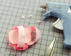 tutorial to make those cute barefoot sandals with shabby flowers