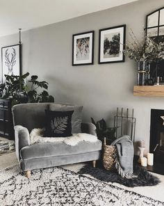 This is a great example of how to implement layering. The chair looks super cosy with the sheepskin and cushion, the rug adds another touch of texture and the plants bring the space alive. The grey wall has a warm undertone to it, which ties in nicely. Living Room Grey, Home Living Room, Living Room Designs, Living Spaces, Cosy Living Room Decor, Cosy Bedroom, Snug Room, Home Interior Design, Cosy Interior