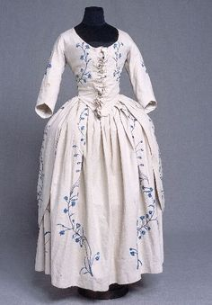 Robe and petticoat, 1750-1799 (1760s?), Off-white linen with embroidery in white, light blue and dark blue cotton yarn. Round neck, half length sleeves. Robe is laced in front with frill detail. Two covered buttons at the back, about 10 cm below the waist.  ©2013 Kulturen i Lund