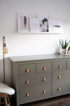 Terrific Totally Free DIY IKEA Hemnes refurbishing / Desenio posters - Beautyill Suggestions An Ikea kids' space continues to intrigue the kids, since they're offered far more than simply Ikea Dresser Makeover, Furniture Makeover, Diy Furniture, Ikea Kids Room, Ikea Living Room, Living Rooms, Shop Interiors, Creative Home, Cheap Home Decor