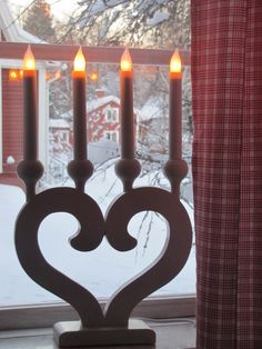 Swedish Christmas Electric Candles for Window Ideas. Before Christmas, Christmas Home, Christmas Holidays, Christmas Decorations, Swedish Cottage, Swedish Decor, Swedish Style, Norwegian Christmas, Scandinavian Christmas