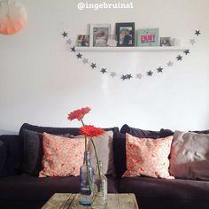 Hsfy.nl/Top10w12 - Iets nieuws voor de woonkamer shoppen? Check de nieuwste top 10 mooiste woonkamers vol inspiratie! #woning #stijl #woonkamer #wit #roze #fel #zwart #muur #tafel #vloerkleed #mooi #inspiratie #bank #wonen #top10 #interieur #interieurstyling #binnenkijken #accessoires @ingebruins1