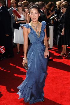 Sandra Oh, 2006 The Look: A light-blue Vera Wang gown and tons of necklaces. Why We Love It: The super-femme ruffles offset by the badass layering of chunky silver and gold jewelry makes us totally swoon. Sandra Oh, Celebrity Red Carpet, Celebrity Style, Celebrity Beauty, Couture Dresses, Fashion Dresses, Vera Wang Gowns, Dressed To The Nines, Red Carpet Looks