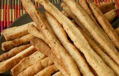 HELLASTHIVA: Κριτσίνια καρότου, το πιο υγιεινό σνακ για το γραφ... School Snacks, Bacon, Bread, Cooking, Breakfast, Food, Kitchen, Morning Coffee, Brot