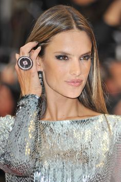 Alessandra Ambrosio Photos - Alessandra Ambrosio seen attending 'All Is Lost' premiere at the Cannes Film Festival in Cannes. - 'All Is Lost' Premieres in Cannes — Part 2 Alessandra Ambrosio, Peinados Pin Up, Vs Models, Glamour, Victorias Secret Models, Victoria Secret, Gorgeous Makeup, Gorgeous Hair, Hair Highlights