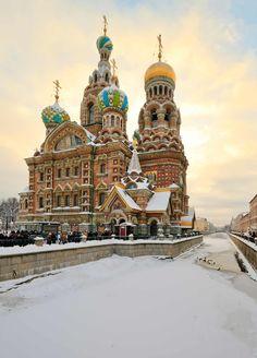 Vue d'hiver de la cathédrale de Saint-Pétersbourg
