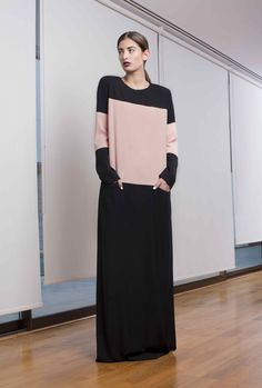 Non Traditional Abaya - the colour block work on this modest style makes it so right NOW! Abaya Fashion, Muslim Fashion, Modest Fashion, Dubai Fashion, Modest Wear, Modest Outfits, Muslim Long Dress, Hijab Abaya, Frock And Frill