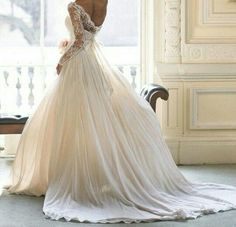 Although I cannot picture myself wearing something like this, it is quite stunning.