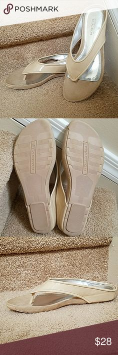 Kenneth Cole Reaction Flip Flops Perfect neutral flip flop to go with any outfit! Brand new, never worn and excellent condition! Reaction Kenneth Cole Shoes