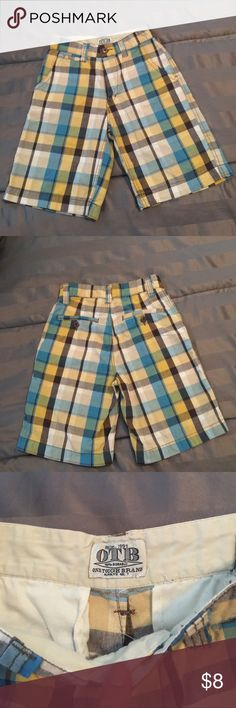 🔴 4 FOR $10🔴 OTB PLAID SHORTS SIZE 10 Nice pair of plaid shorts for your boy.  In excellent condition!   ALL ITEMS $10 AND UNDER IS 4 FOR $10! Old Navy Bottoms Shorts
