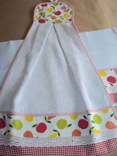 ideas for patchwork passo a passo puxa saco Patchwork Blanket, Patchwork Baby, Dish Towel Crafts, Sewing Crafts, Sewing Projects, Towel Dress, Crochet Towel, Hanging Towels, Patchwork Designs