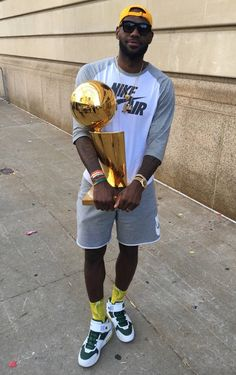 LeBron James at the Championship Parade in Cleveland, MVP of the 2016 NBA Championship-Cleveland Cavaliers Basketball Pictures, Love And Basketball, Basketball Players, Basketball Art, Taekwondo, King Lebron James, King James, Motogp, Snowboard