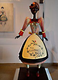 Ilustração e escultura, figurino do teatro de outra época. Festival internacional do chocolate, Óbidos 2015 #chocolate  #obidos #portugal