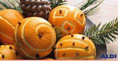 Si es que para tener un centro de mesa original y aromático ¡solo hay que proponérselo! Elige tus motivos favoritos y grábalos en las naranjas para acercarte un poco más a la Navidad.
