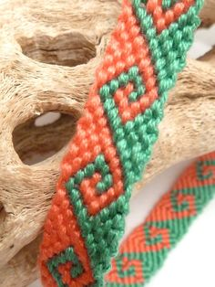 Friendship bracelet design- this is a really awesome design but the pattern is really wierd