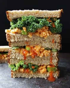 You have to try this buffalo chickpea salad sandwich! It& super tasty, filling, vegan, oil-free, and only takes 5 minutes to make. Easy Vegan Lunch, Vegan Lunch Recipes, Vegan Lunches, Chickpea Recipes, Vegetarian Recipes Easy, Easy Healthy Breakfast, Healthy Recipes, Vegetarian Lunch, Vegan Menu