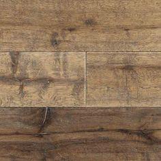 Farm est un parquet en chêne huilé aux lames longues et larges. Cette collection Lamett possède un prix très abordable grâce à sa structure à 3 plis et à la sélection de bois aux belles variations de couleur, parsemé ici et là d'un nœud. Ce parquet est très facile d'entretien.Un parement de 3.5 mm.Farm a des longueurs de 600 - 1860 mm et une finition huilé.