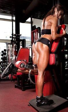 Holy hamstrings, Batman! But I think when she is not flexing, she doesn't look so crazy-cut...