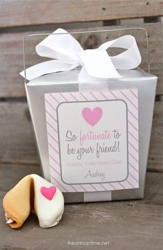 Valentine's Fortune Cookies -super cute and easy gift idea with FREE printable!