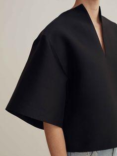 Minimalist Swedish fashion studio Totême breathes the no-nonsense but cosy attitude of Scandinavian… - Fashion Fashion Line, Fashion Details, Look Fashion, Fashion Outfits, Womens Fashion, Fashion Trends, Classy Fashion, Fashion Fashion, Trendy Fashion