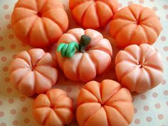 Fondant pumpkin tutorial. CHECK! So easy and cute.