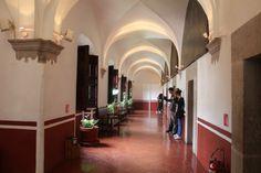 -Pasillo del interior de el ex-convento de San Francisco Javier,donde los jovenes Jesuitas llevaban a cabo sus estudios.-