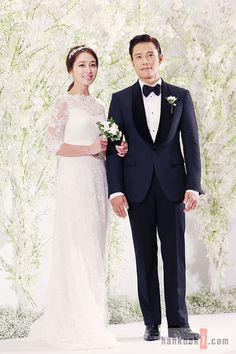Never Miss A Moment by Keith Kenniff They've attended press conferences for movies and TV shows, but could either Lee Byung Hun or Lee Min Jung ever have imagined they would be hosting one fo… Korean Celebrity Couples, Korean Celebrities, Celebs, Jung So Min, Asian Actors, Korean Actors, Song Kang Ho, Jung Woo Sung, Wedding Suits