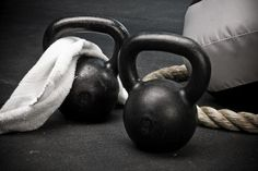 A kettlebell workout, which combines the benefits of dumbbell training with a high intensity cardio workout to help you build muscle, increase power and get lean—all in just a few sessions. Kettlebell Training, Kettlebell Routines, Kettlebell Benefits, Workout Kettlebell, Tabata Workouts, Workout Men, Training Workouts, Exercise Routines, Workout Tips