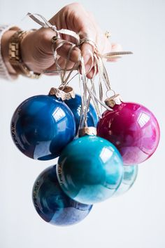 Visit The Sweetest Occasion for the tutorial to make gorgeous melted crayon ornaments! Visit for endless holiday ideas from recipes to cocktails to crafts! Crayon Ornaments Diy, Homemade Ornaments, How To Make Ornaments, Glass Ornaments, Dough Ornaments, Homemade Gifts, Unique Christmas Decorations, Diy Christmas Ornaments, Holiday Crafts