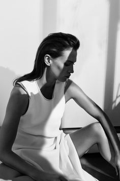 Chic Minimalist Style - minimal fashion editorial // Ph. Crista Cober by Alique for The Edit