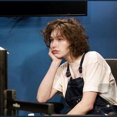 Image about king princess in kp! by c on We Heart It - king princess, mikaela straus e imagem no We Heart It You are in the right place abou - 90s Grunge Hair, Short Grunge Hair, Hair Inspo, Hair Inspiration, Pretty People, Beautiful People, Hairstyles With Bangs, Oval Face Hairstyles, Girl Crushes