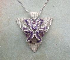 Vendeur de collier UK pendentif argent et Delica Purple Twisted Peyote tordue du pendentif Triangle
