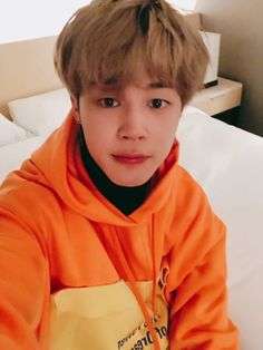 """Oh my little baby is so cute!"" ------- Park Jimin is a 15 year old hybrid who is a little. Jimin has been living in an adoption center his whole life, ever si. Jimin Selca, Jhope, Namjoon, Hoseok, Taehyung, Park Ji Min, Busan, Mochi, Vlive Bts"