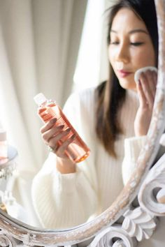 Bio Oil for Face Review - how to use Bio Oil for face and skincare. Bio Oil For Face, Diy Skin Care, Skin Care Tips, Bio Oil Scars, Acne Scars, Bio Oil Before And After, Skincare For Combination Skin, Moisturizer With Spf, Beauty Junkie