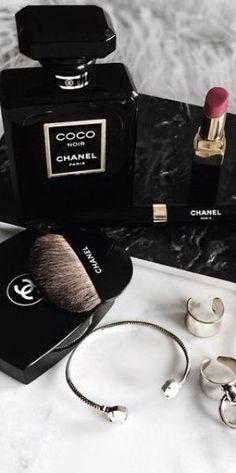 Used Luxury Item: Profumo ideale: Coco Noir Chanel Chanel Make-up, Mode Chanel, Chanel Beauty, Coco Chanel Fashion, Beauty Makeup, Estilo Coco Chanel, Gabrielle Bonheur Chanel, Mode Rose, Classy Aesthetic