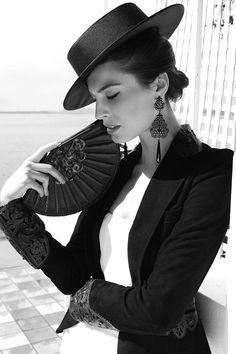 Fashion,Beauty,Landscape,Home Designe,Sexy Girls. White Fashion, Look Fashion, Fashion Beauty, Spanish Fashion, Spanish Style, Spanish Hat, Poses Modelo, Stil Inspiration, Ideias Fashion
