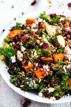 Roasted Brussel Sprout and Yam Quinoa Salad Gebratener Rosenkohl und Yam Quinoa Salat Quinoa Salad Recipes, Vegetarian Recipes, Cooking Recipes, Healthy Recipes, Yam Recipes, Roasted Quinoa Salad, Avocado Recipes, Salad With Quinoa, Vegetarian Food