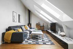 Un lumineux duplex en partie sous les toits avec une belle loggia qui se fait admirer de l'intérieur et apporte encore de la lumière. ...