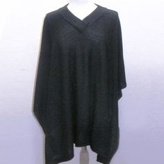 V-Neck Two Pocket Poncho Black now featured on Fab. How cute and easy!
