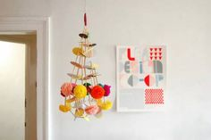 Paper flower chandeliers, oh yes! There's a paper craft inspiration loop going on with Pajaki (Polish folk art paper chandeliers and a Christmas ...