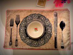 Un napperon, pour la table, tout en trompe l'oeil (tissu Michaël Miller): il sera à moi bientôt!
