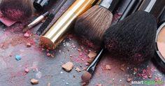 Manchmal reicht die Wirkung von Naturkosmetik nicht aus. Mit diesen Rezepten kannst du Make-up aus Mineral-Pigmente selbst herstellen.