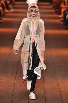 DKNY SS17 Sport Fashion, Fashion 2017, New Fashion, Runway Fashion, Fashion Looks, Stella Mccartney, Athleisure Outfits, Stage Outfits, High End Fashion