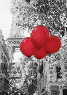 touch of red balloon Paris