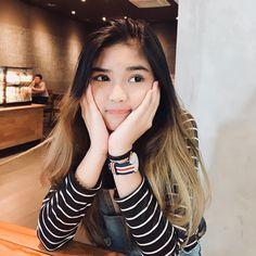 "𝖏𝖊𝖏𝖊'𝖘 di Instagram ""difotoin kk gladista"" Aesthetic Korea, Aesthetic Girl, Ulzzang Fashion, Ulzzang Girl, Teen Girl Photography, Cute Instagram Pictures, Filipina Girls, Filipina Beauty, Short Wavy Hair"