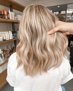Blonde Hair Shades, Blonde Hair Looks, Blonde Hair With Highlights, Brown Blonde Hair, Sandy Blonde Hair, Blonde Hair Inspiration, Aesthetic Hair, Grunge Hair, Balayage Hair