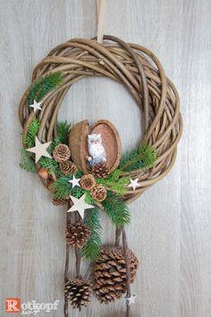 ★★★  Türkranz Weihnachten ★★★  von Rotkopf-design auf DaWanda.com Christmas Swags, Xmas Wreaths, Outdoor Christmas Decorations, Felt Christmas, Christmas Time, Christmas Ornaments, Couronne Diy, Flower Tutorial, Holiday Crafts
