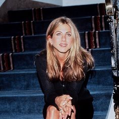Jennifer aniston on jenniferaniston jennifer anniston aniston jennifer jenniferaniston these famous rachel green haircuts became today s top hair trends Jennifer Aniston Style, Jennifer Aniston Hair Friends, Rachel Green Outfits, Rachel Green Hair, Rory Gilmore, Pretty People, Beautiful People, Jeniffer Aniston, Undone Look